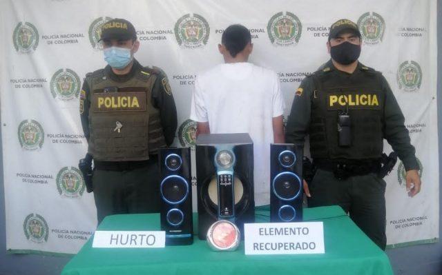 Adolescente aprehendido en flagrancia mientras hurtaba elementos de una casa en La Tebaida - Noticias de Colombia